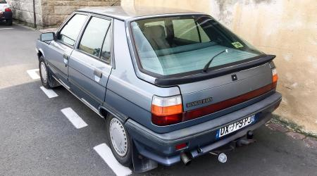 Voiture de collection « Renault 11 GTX »