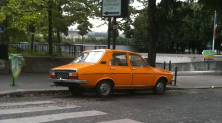 Voiture de collection « Renault 12 orange »