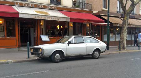 Voiture de collection « Renault 15 »