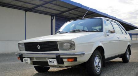 Renault 20 TL blanche, vue de 3/4 avant gauche