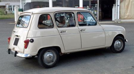 Voiture de collection « Renault 4 »