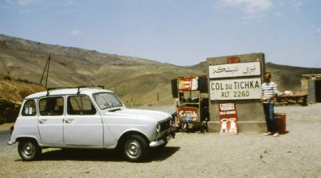Voiture de collection « Renault 4L au col du Tichka »