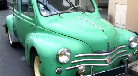 Voiture de collection « Renault 4 CV »