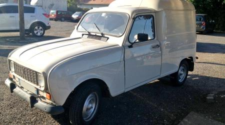 Voiture de collection « Renault 4 F4 »