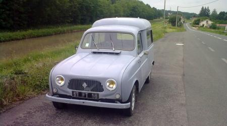 Voiture de collection « Renault 4 Fourgonette »