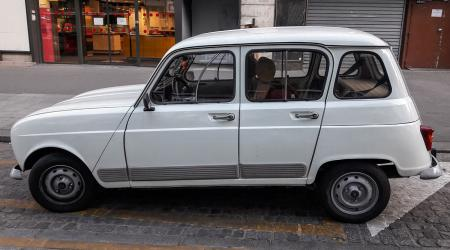 Voiture de collection « Renault 4 GTL »