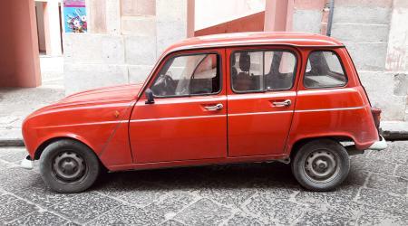 Voiture de collection « Renault 4 TL »