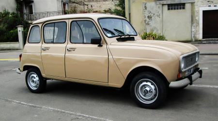 Voiture de collection « Renault 4 TL »