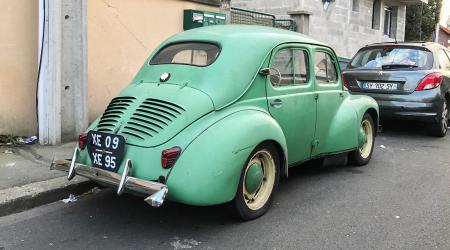 Voiture de collection « Renault 4CV »