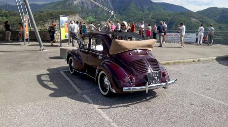 Voiture de collection « Renault 4CV découvrable »