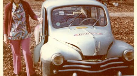 Voiture de collection « Renault 4CV Wynn's ! 1973 vue de face »