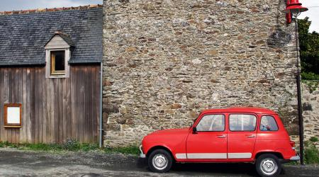 Voiture de collection « Renault 4L rouge »