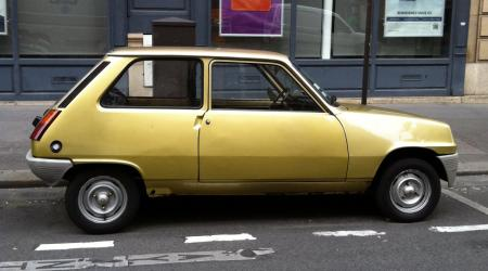 Voiture de collection « Renault 5 dorée »