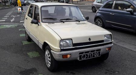 Voiture de collection « Renault 5 »
