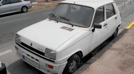 Voiture de collection « Renault 5 Lauréate »