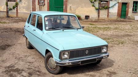 Voiture de collection « Renault 6 »