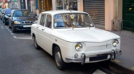 Voiture de collection « Renault 8 »