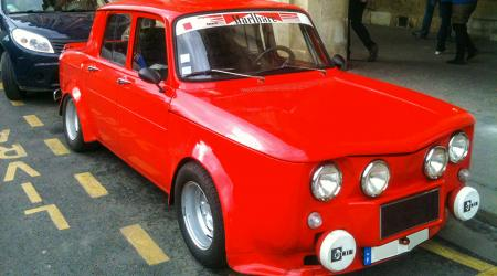 Voiture de collection « Renault 8 Malbaré »