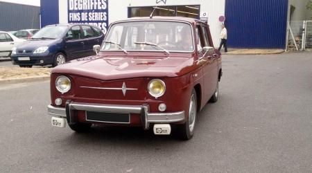Voiture de collection « Renault 8 Bordeaux »