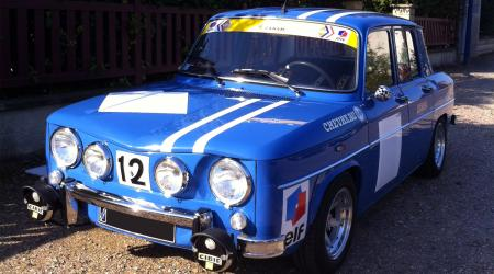 Voiture de collection « Renault 8 Gordini bleue N°12 »