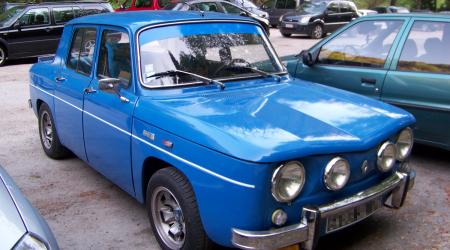 Voiture de collection « Renault 8 bleue »