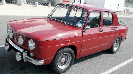 Voiture de collection « Renault 8 S Bordeaux »