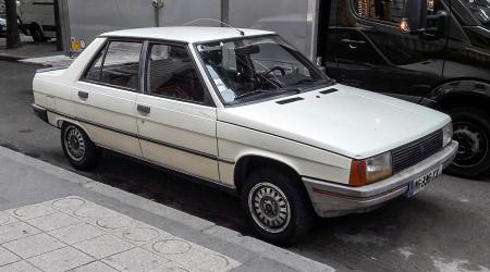 Voiture de collection « Renault 9 GTS »