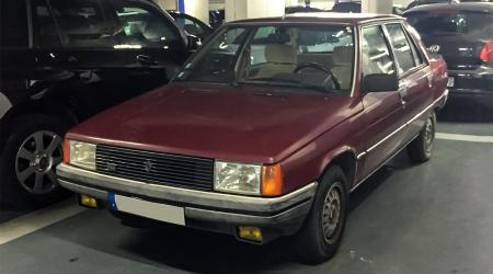 Voiture de collection « Renault 9 TSE »