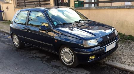 Voiture de collection « Renault Clio 16s »