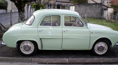 Voiture de collection « Renault Dauphine 1962 »