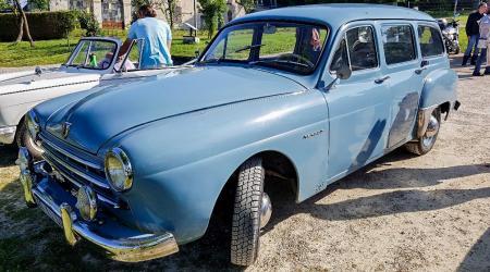 Voiture de collection « Renault Domaine »