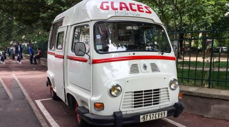 Voiture de collection « Renault Estafette Glaces Martinez »