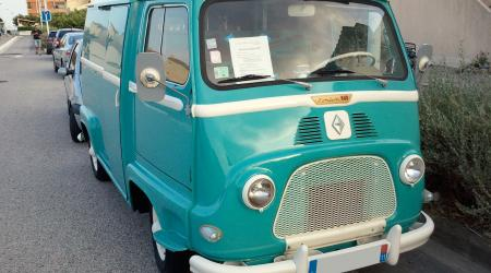 Voiture de collection « Renault Estafette verte »