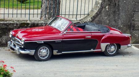 Voiture de collection « Renault Frégate cabriolet »