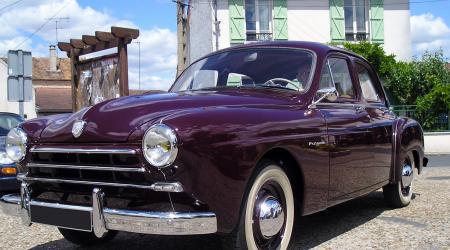 Voiture de collection « Renault Frégate Amiral de 1952 »