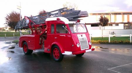 Voiture de collection « Renault Goelette Pompiers »
