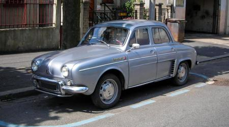Voiture de collection « Renault Ondine 1962 »