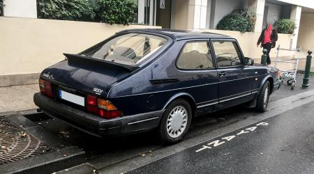 Voiture de collection « Saab 900i »