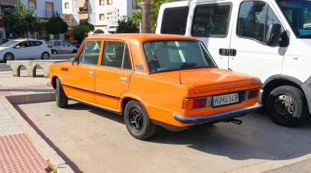 Voiture de collection « Seat 124 »