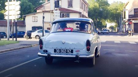 Voiture de collection « Simca Aronde »