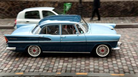 Voiture de collection « Simca Chambord »