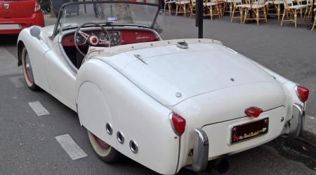 Voiture de collection « Triumph TR2 The Road Rocket ! »
