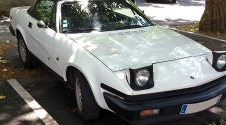 Voiture de collection « Triumph TR8 blanche »