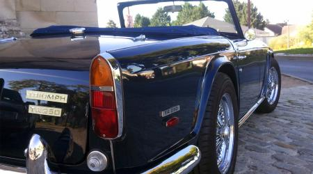 Voiture de collection « Triumph TR250 »