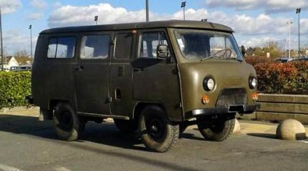 Voiture de collection « UAZ-452 »