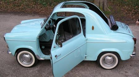 Voiture de collection « Vespa 400 »