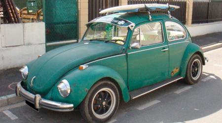 Voiture de collection « Volkswagen Coccinelle verte Cal Look »