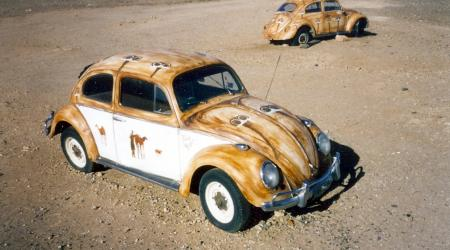 Voiture de collection « Volkswagen Coccinelles dasn l'outback Australien »