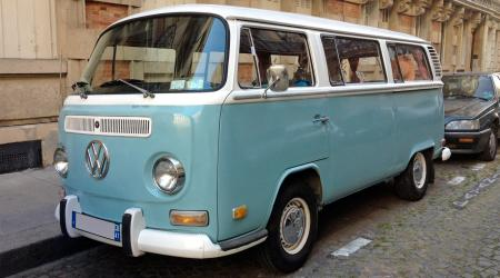 Voiture de collection « Combi Volkswagen bleu & blanc »