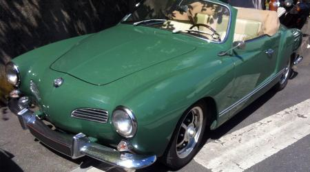 Voiture de collection « Volkswagen Karmann Ghia Cabriolet verte »